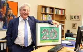 Geschäftsführer Martin Kupper mit seiner Fotocollage